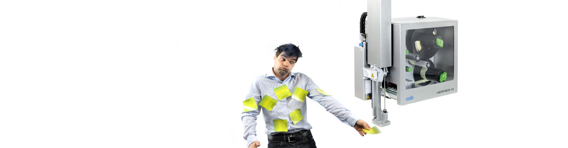 Mann bedruckt Etiketten mit Thermotransferfolie Slider